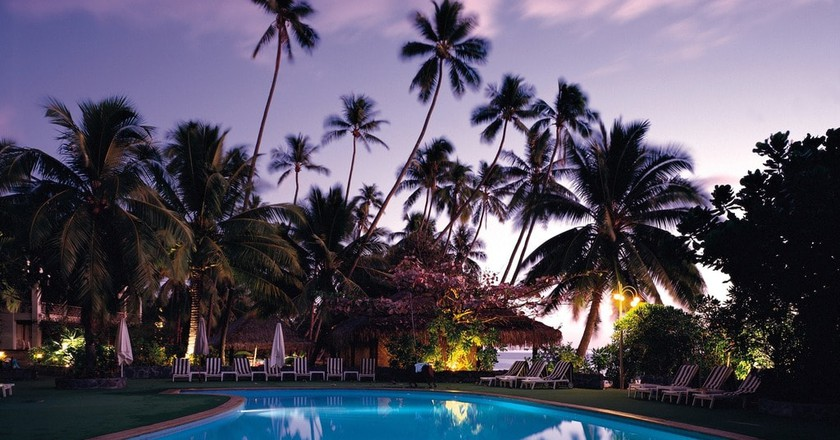 Hotel swimming pool | Public Domain \ Pixabay