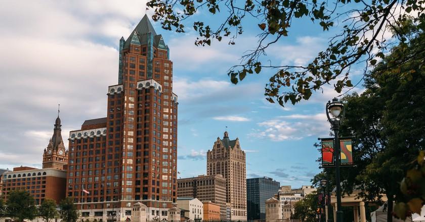 Milwaukee's State Street Bridge Skyline  | © VISIT Milwaukee