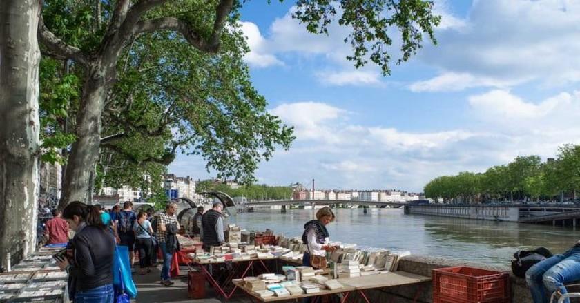 Les Bouquinistes book market on the river Saône   © Courtesy of www.grapheine.com.