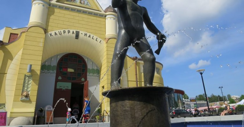 Statue of Veljimies and Market Hall in Kuopio