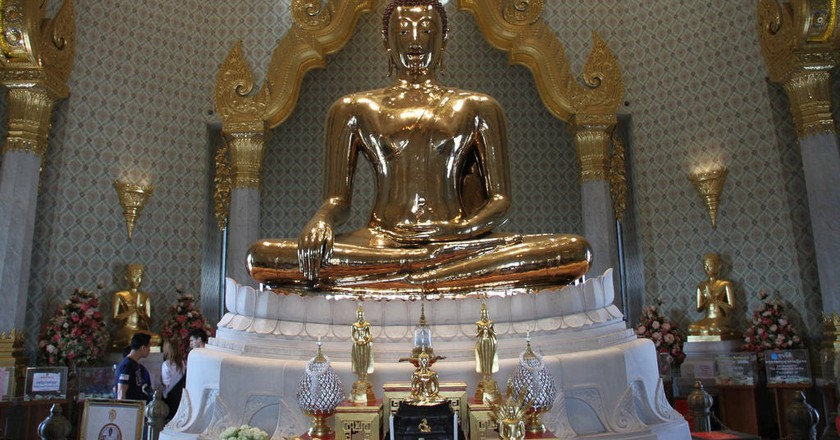 Seated gold Buddha at Wat Traimit | © Kris / Flickr