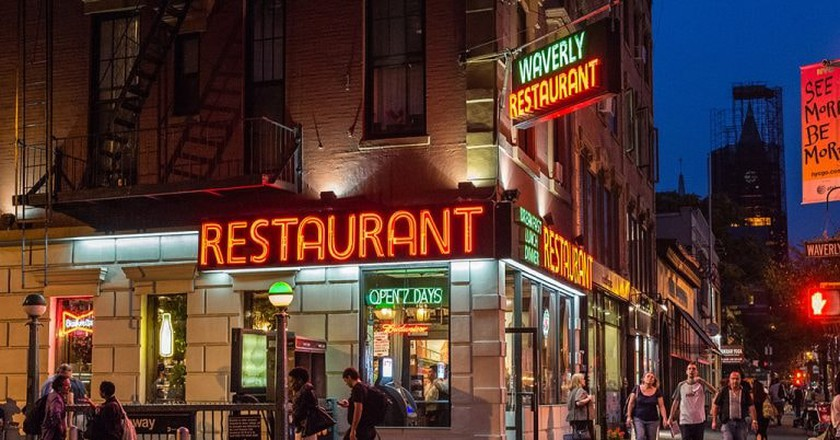 Waverly Diner on Sixth Avenue and Waverly Place in Greenwich Village, New York City | © Diana Robinson/Flickr