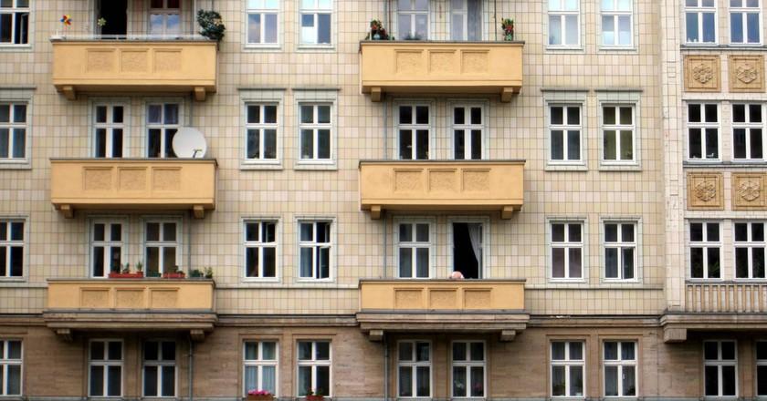 Berlin Apartment Building in Friedrichshain | © La Citta Vita / Flickr