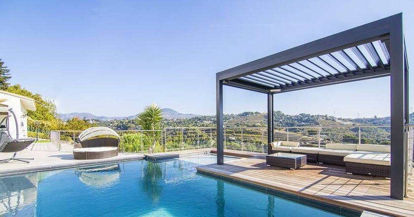 The outdoor pool at Havre le Paix villa in Nice |© Sandrine/Airbnb