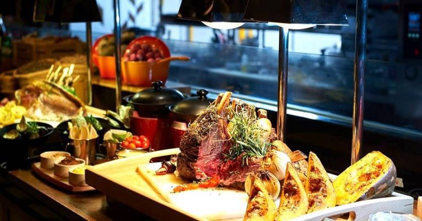 Buffet selection at Amaya Food Gallery | © Amaya Food Gallery