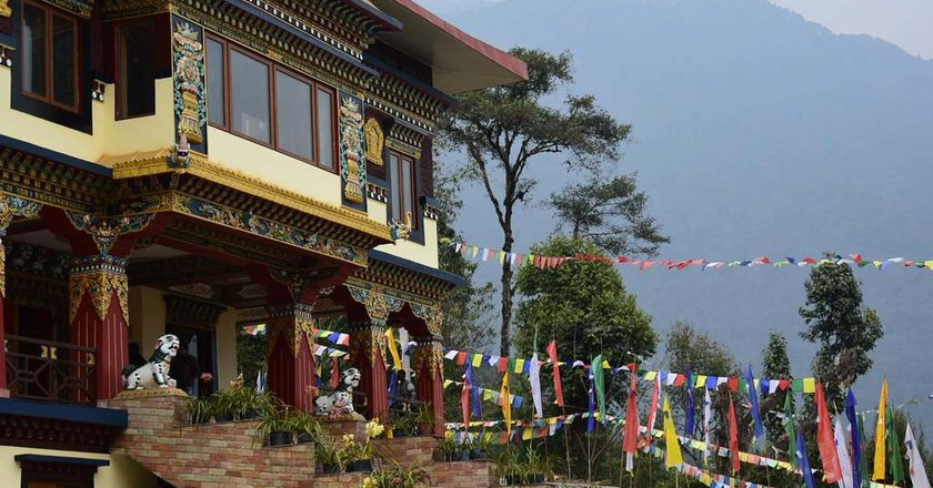 The bright colours of Pelling