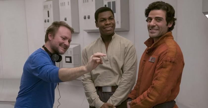 Star Wars: The Last Jedi: Director Rian Johnson on set with John Boyega (Finn) and Oscar Isaac (Poe Dameron).