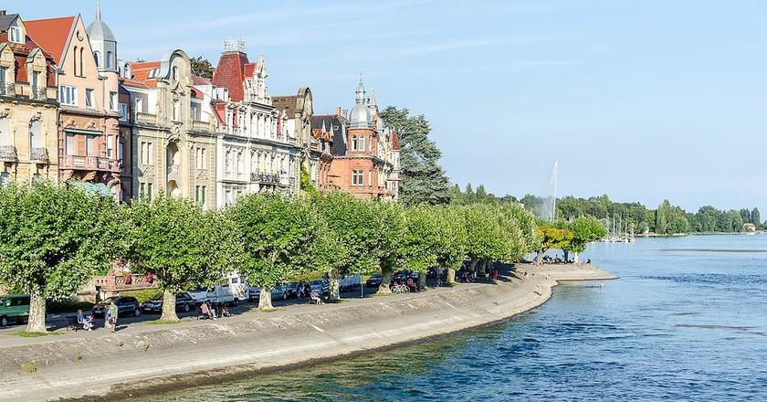 View of Konstanz' waterfront promenade | © Luca Casartelli / WikiCommons