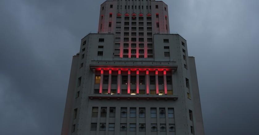 Farol Santander at night