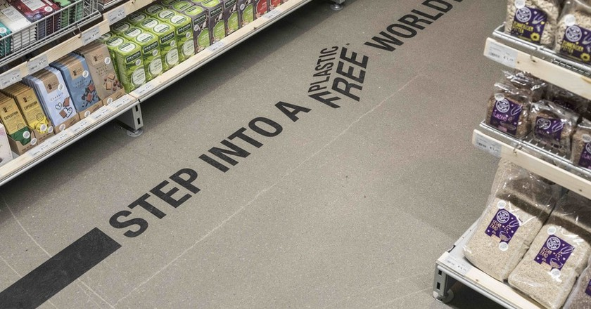 There's zero plastic on this supermarket aisle in Amsterdam | © Ewout Huibers / courtesy of A Plastic Planet