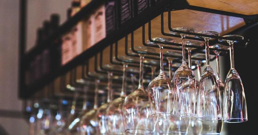 Explore the best wine bars in Atlanta, Georgia | © Pixabay / Pexels Kaboompics // Karolina