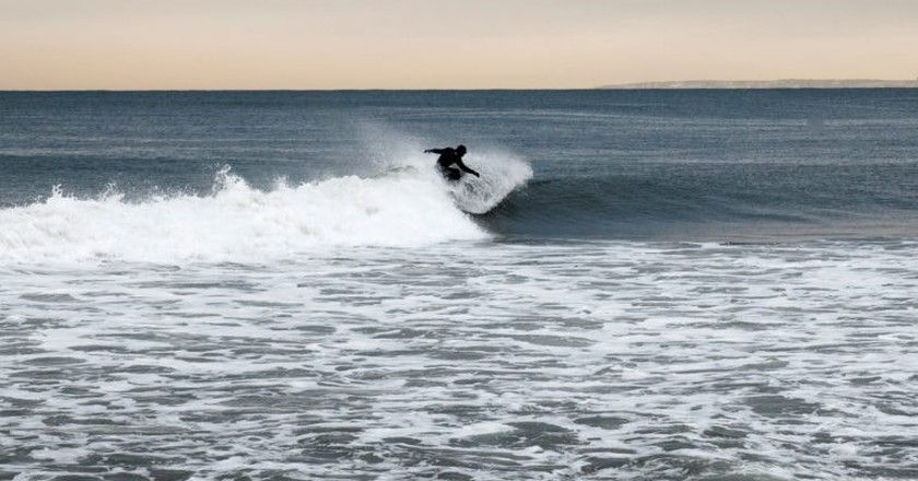 Surfing Rockaway Beach, N.Y.   © Kim Grant/Culture Trip