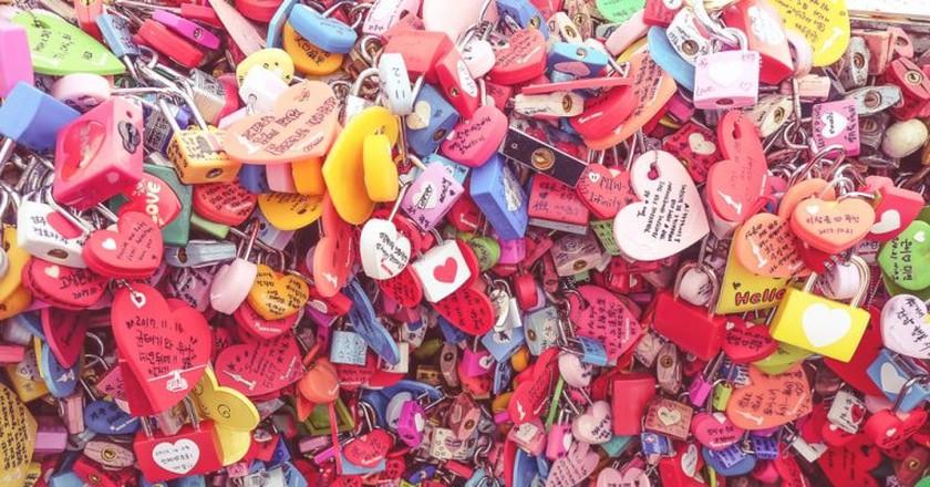 Padlocks of Love on N Seoul Tower, South Korea | ©rotsukhon lam/Shutterstock