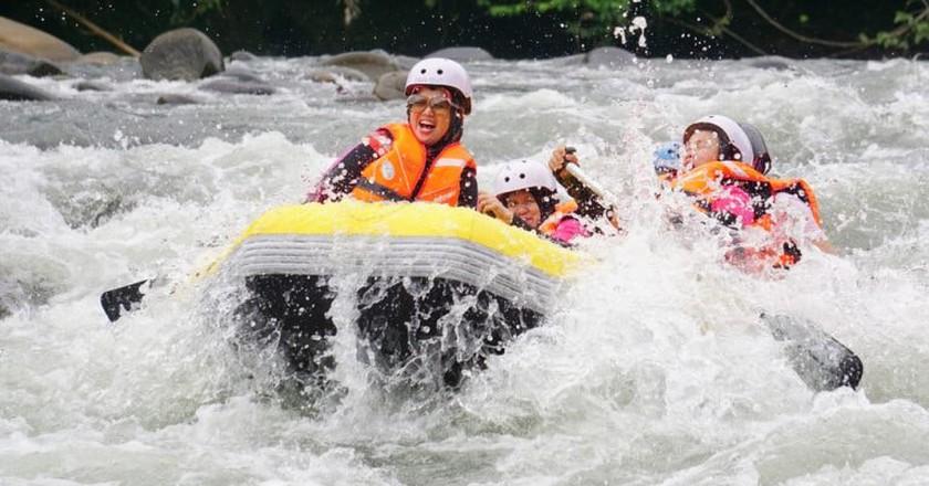 White Water Rafting at River Kiulu, Sabah | © Lano Lan/Shutterstock