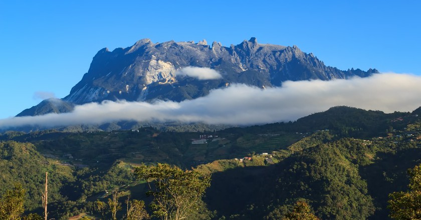 The majestic and sacred Mount Kinabalu | ©Alen thien / Shutterstock