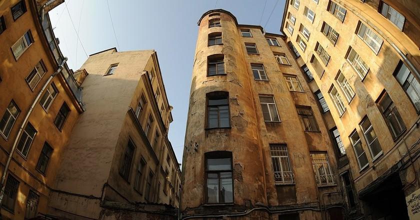 Inside a Petrogradskaya courtyard| © T. Bashinskaya/Wikimedia Commons