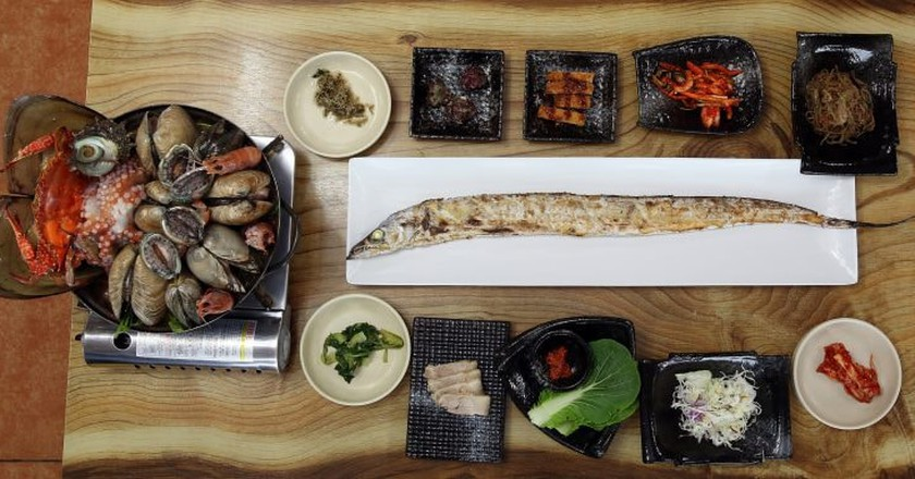 Grilled Cutlassfish & Seafood Steamboat