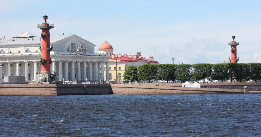 View onto Vasilievsky Island from the Neva River   © Wikimedia Commons