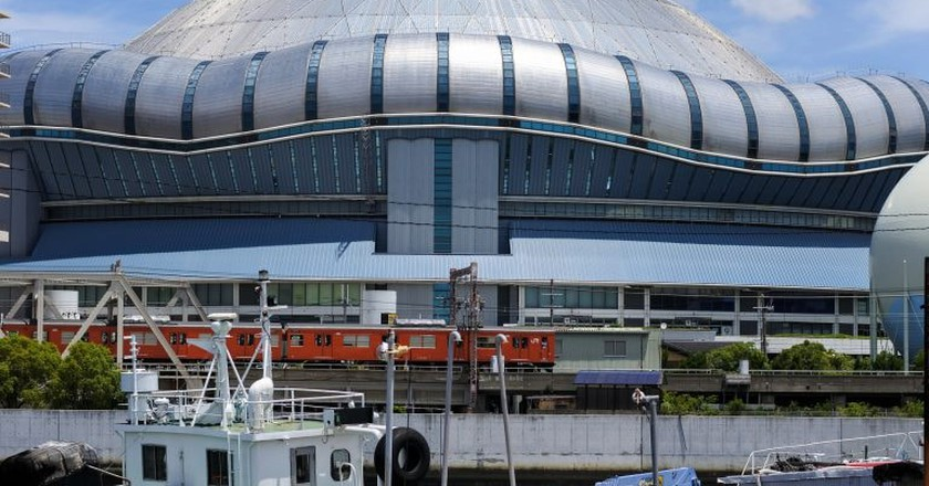 The Loop Line train passes the Kyocera Dome in Osaka.