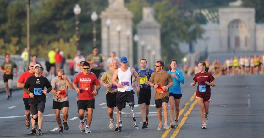 Runners cross Memorial Bridge at the Army 10 Miler