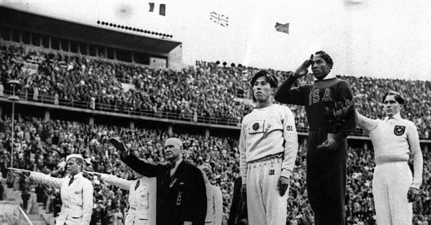 Jesse Owens at the 1936 Olympics in Berlin | © AP/REX/Shutterstock