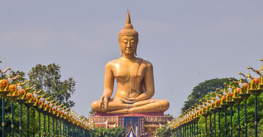 Large seated Buddha statue at Singburi's Wat Pikunthong