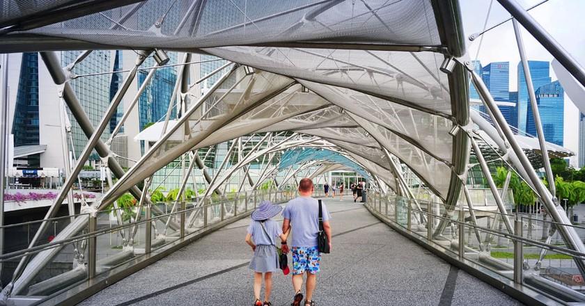 Strolling around the Singapore Helix Bridge