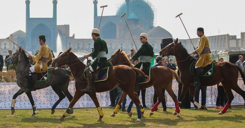 Horsemen and their horses during one of the Chovgan events