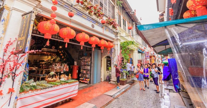 Visit the touristy Market and Concubine Lane in Ipoh