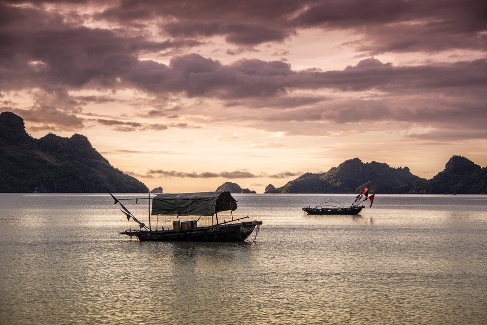 The setting sun in a bay on Cat Ba island | © Dillon Ward/Shutterstock