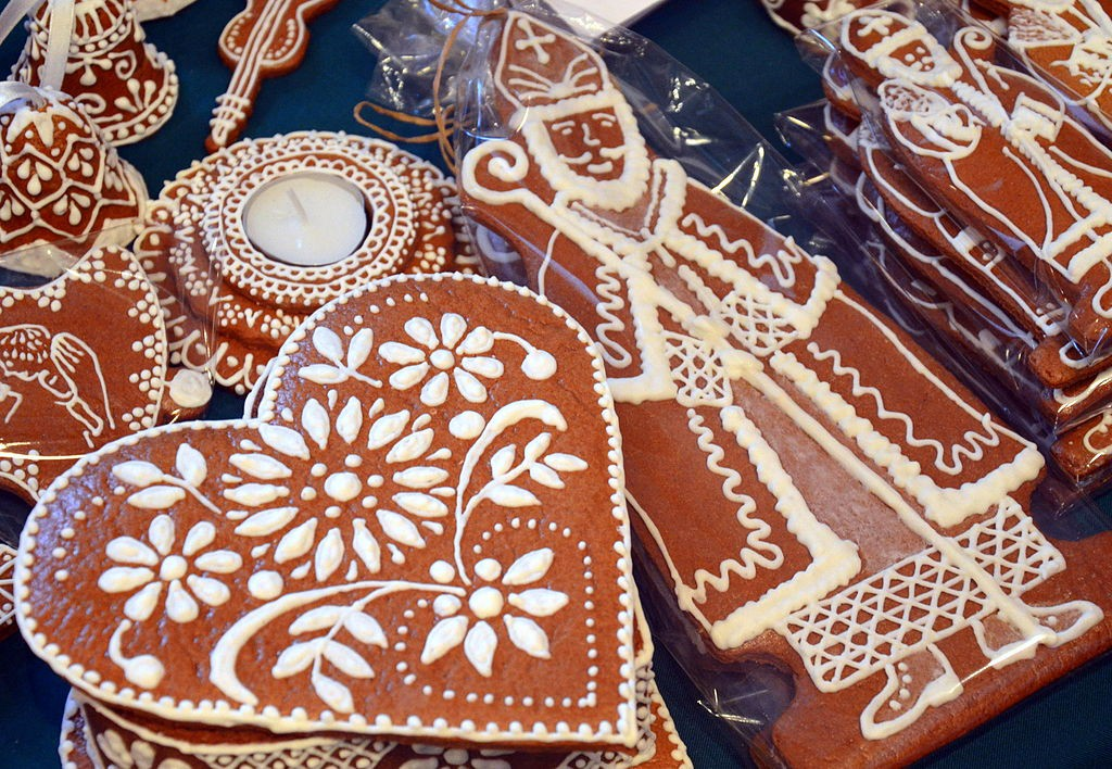 A Brief History Of Lebkuchen Germany S Heart Shaped Gingerbread Cookie