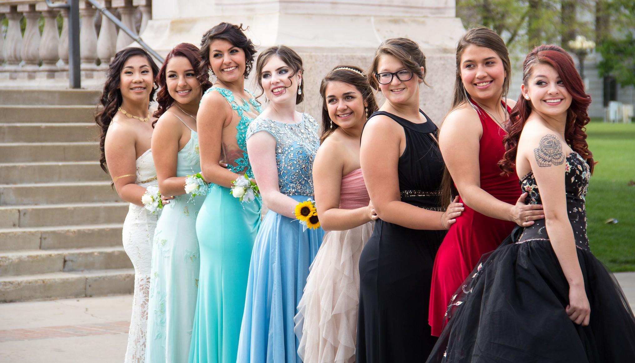 d2fa1443c08 Prom in America