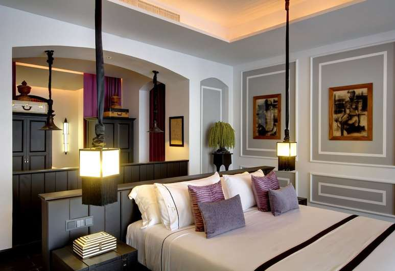 The Siam features beautiful art and antiques throughout