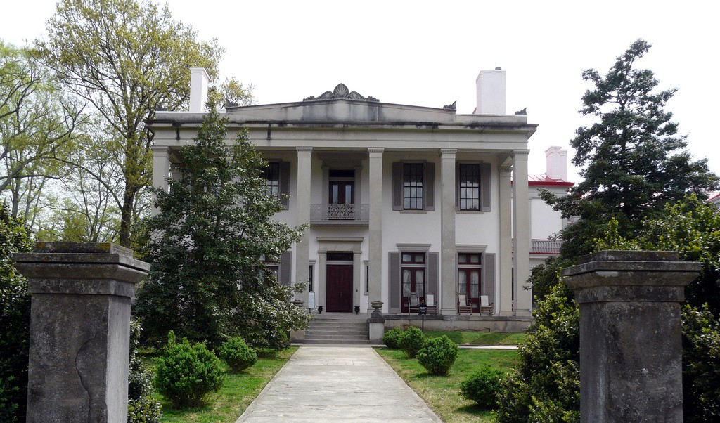 10 Notable Southern Plantation Tours in the United States on williamsburg brick house, brick colonial house, brick home tx, brick webster house, brick victorian house, brick buildings in winter, brick house golf sc,