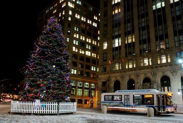 Portland Maine Monument Square Christmas Tree 2021 11 Christmassy Things To Do In Portland Maine