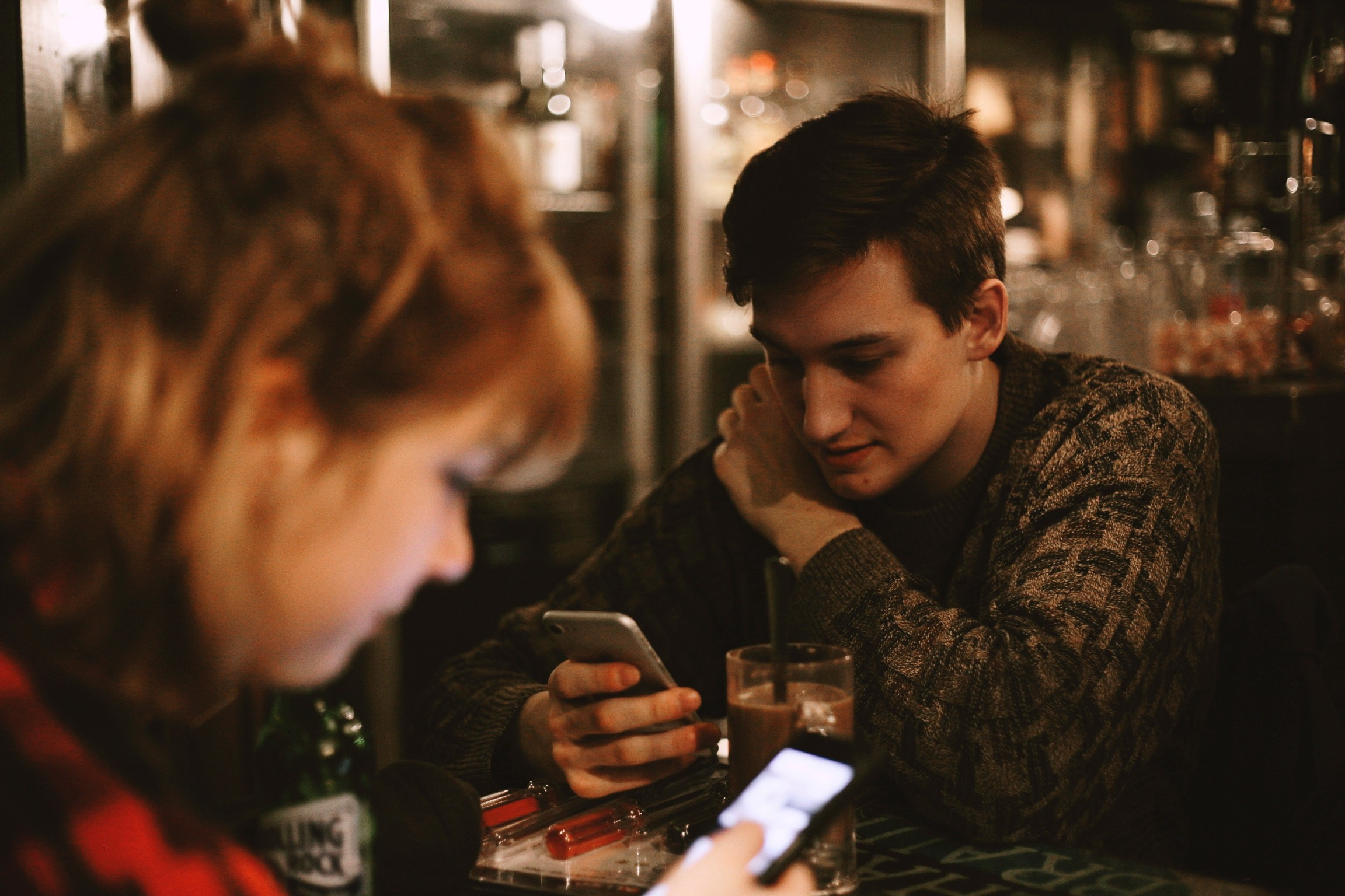 how to know if someone is using a dating app