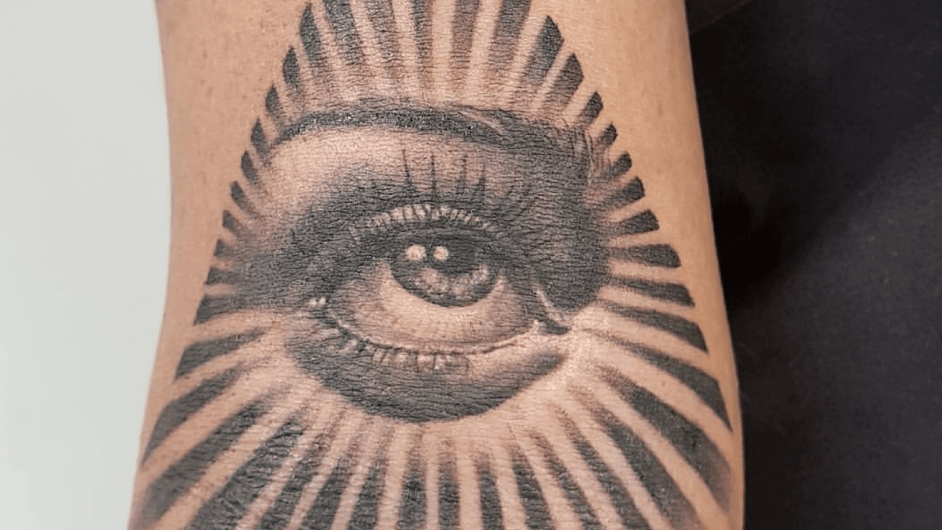 10 Top Tattoo Parlours In Johannesburg After you click on one of the map pins you will be given more information on the good tattoo parlors located near you, including the address, how many stars they have, directions from your location and a save button. 10 top tattoo parlours in johannesburg