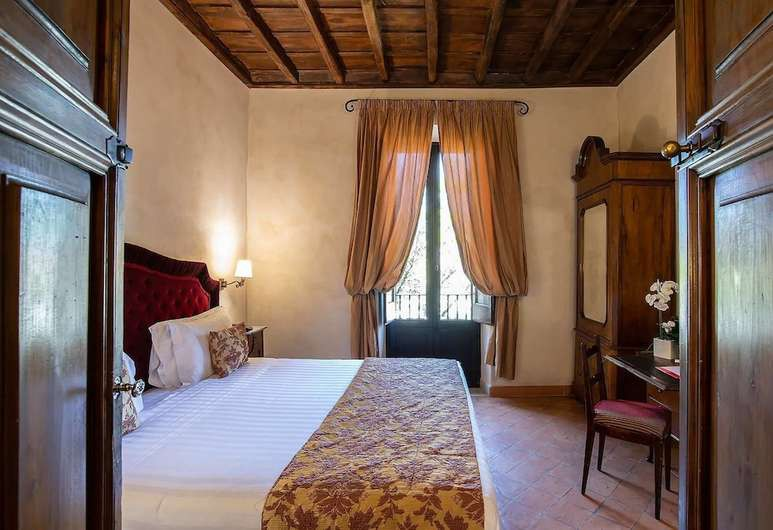 Live out your Italian-aristocrat-of-yesteryear fantasy at VOI Donna Camilla Savelli Hotel