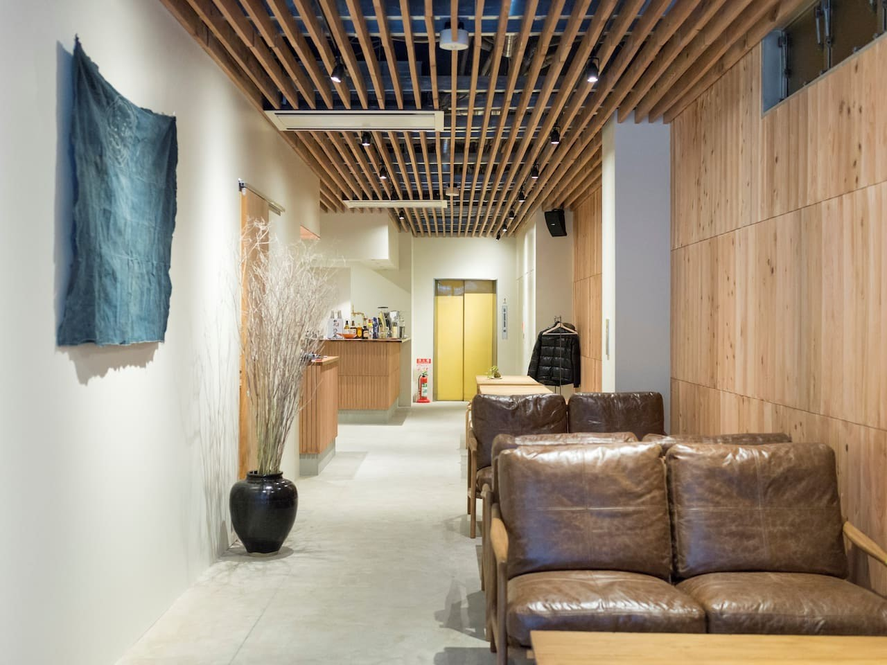 Obi Hostel is located in the bustling suburb of Chūō-ku