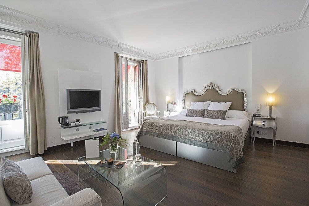 Hotel Hospes Puerta de Alcalá is perfectly situated next to Retiro Park