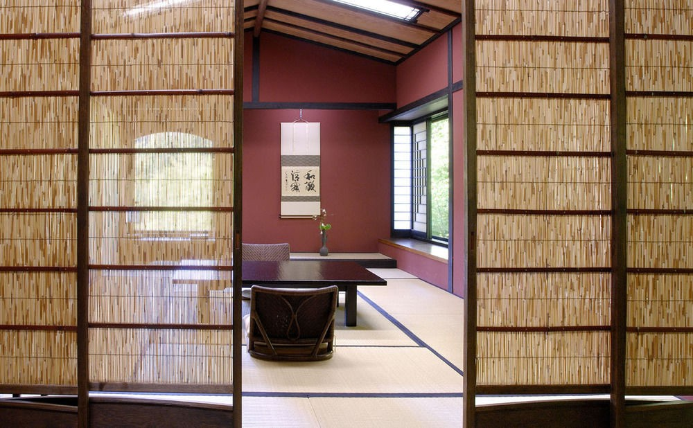 Ryokan Sumiya Kihoan has many decorative touches inspired by traditional designs.