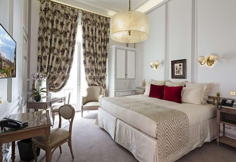 The Hotel Regina Louvre exudes luxury