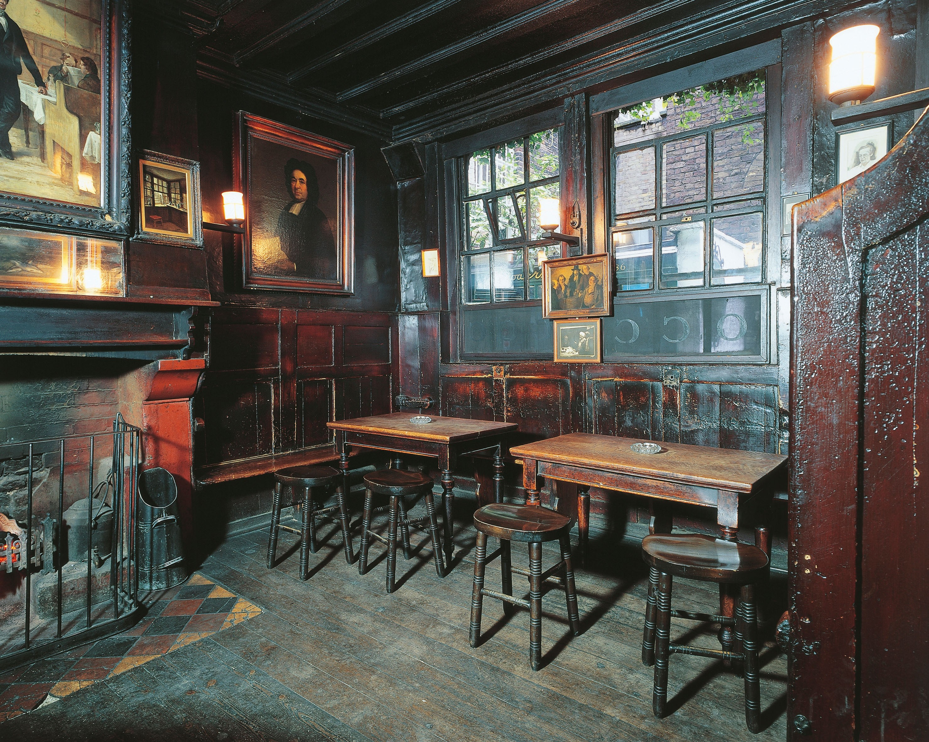 UNITED KINGDOM, LONDON. Ye Olde Cheshire Cheese Pub. INTERNAL