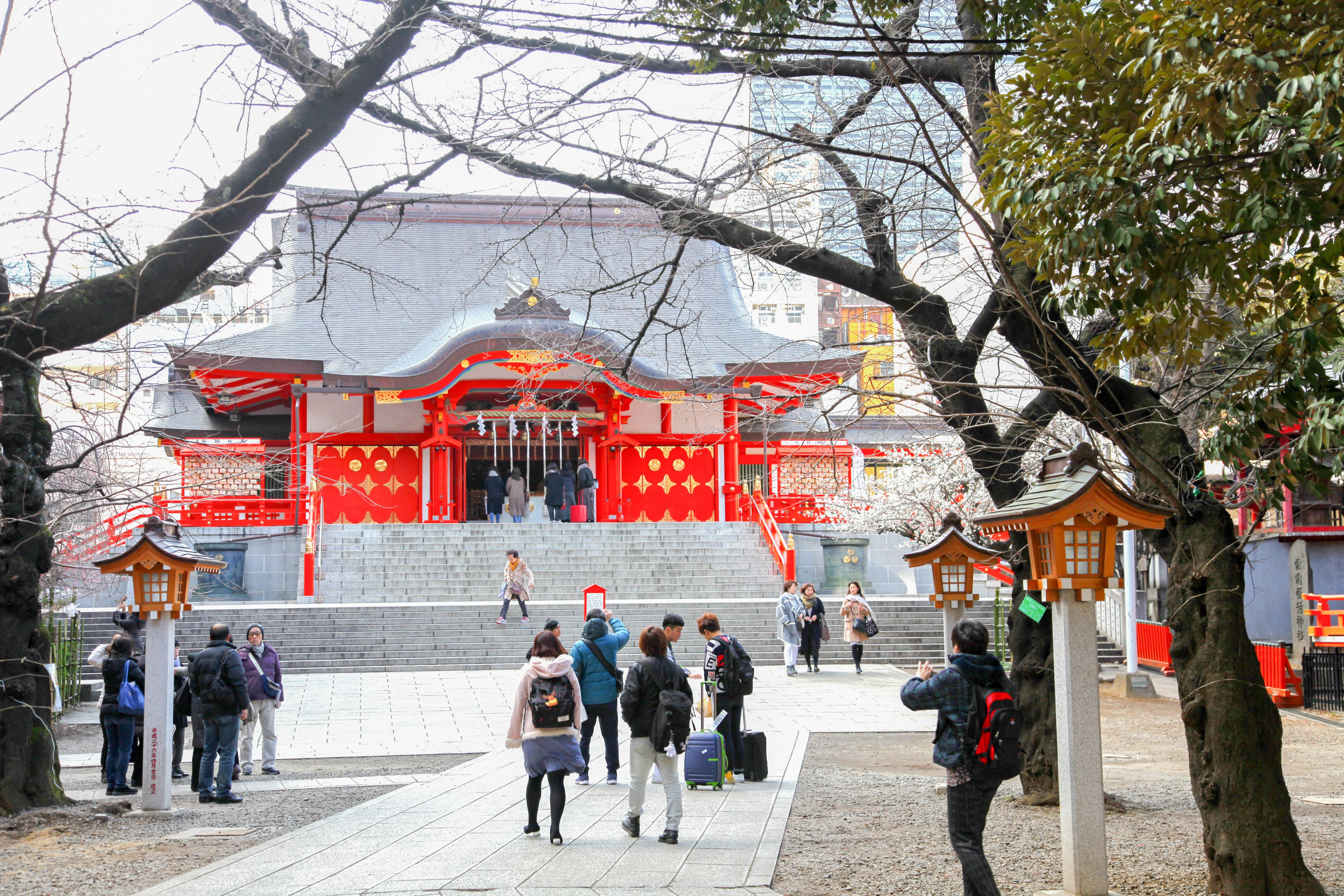 Take a 10-minute walk to Hanazono Shrine
