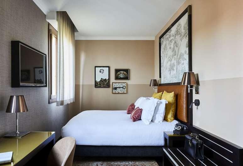 Courtesy of Hotel Indigo Venice / Hotels.com