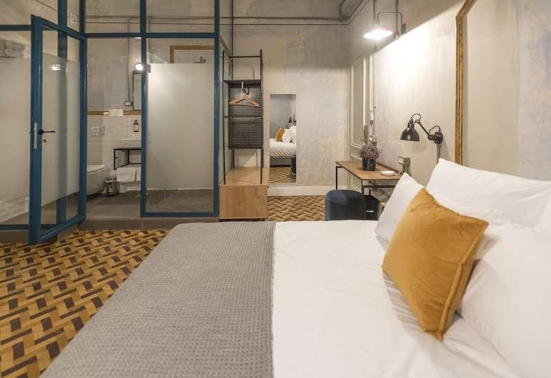 Guest room at JOJO
