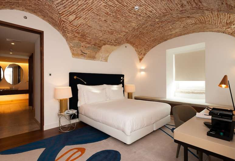 The rooms and suites at Palácio do Governador combine modern and historical elements