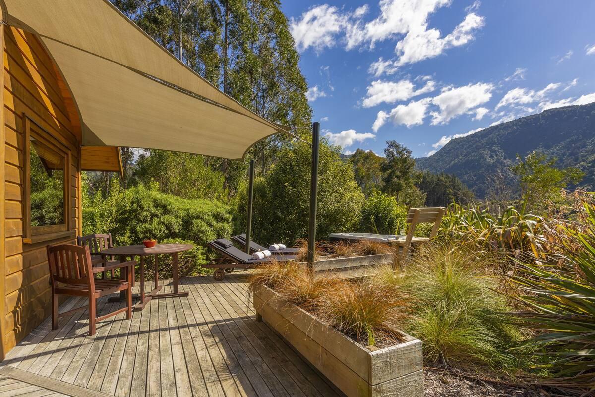 Courtesy of the Resurgence Luxury Eco Lodge / Expedia
