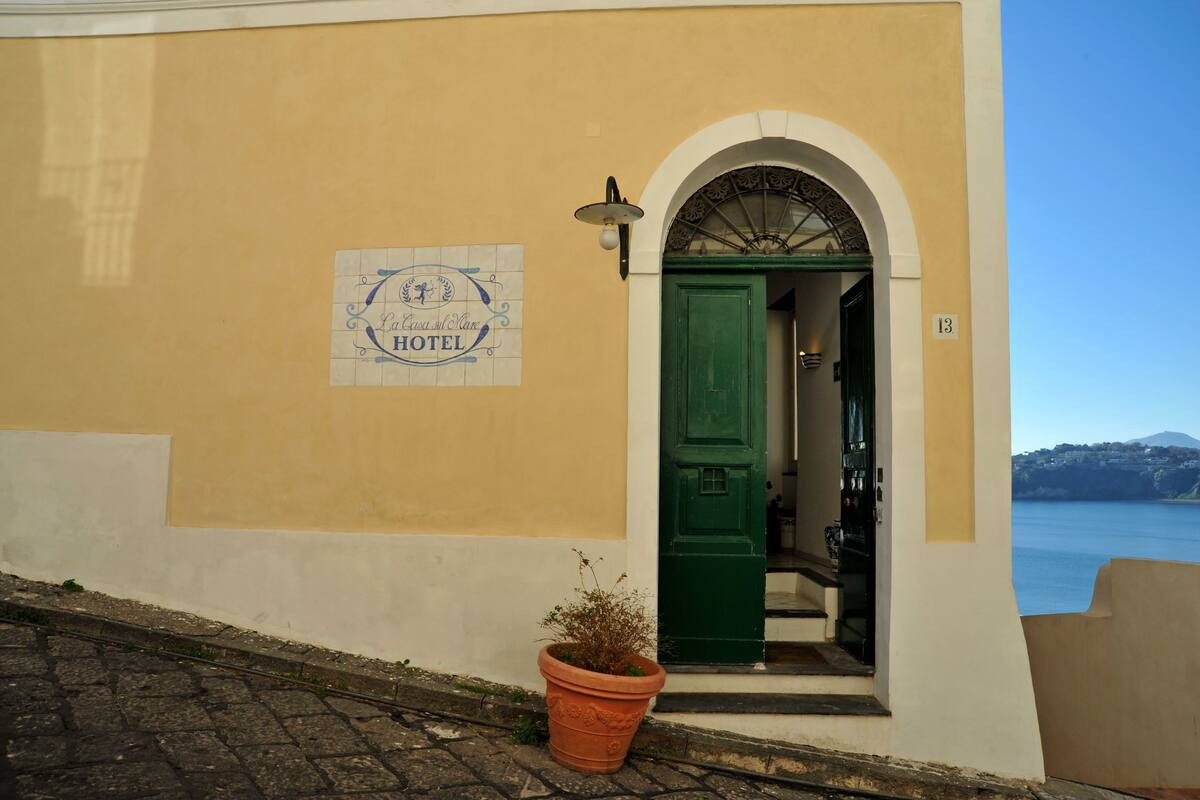 Courtesy of La Casa sul Mare / Expedia