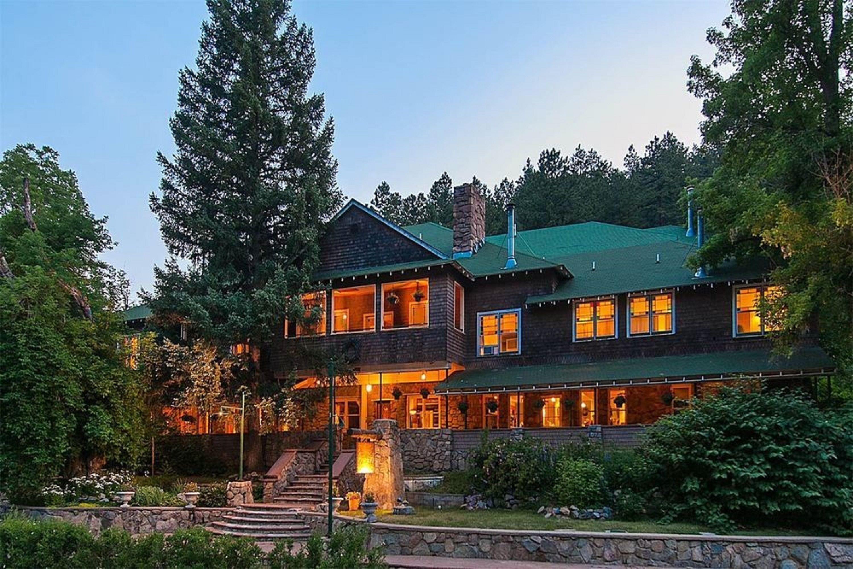 Courtesy of Alps Boulder Canyon Inn / Expedia